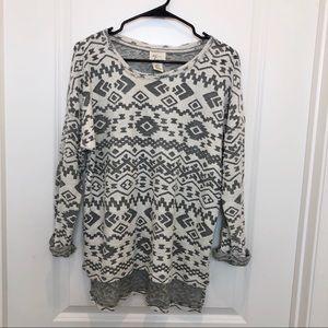 Andrea Jovine Aztec Print Gray White Sweater Large